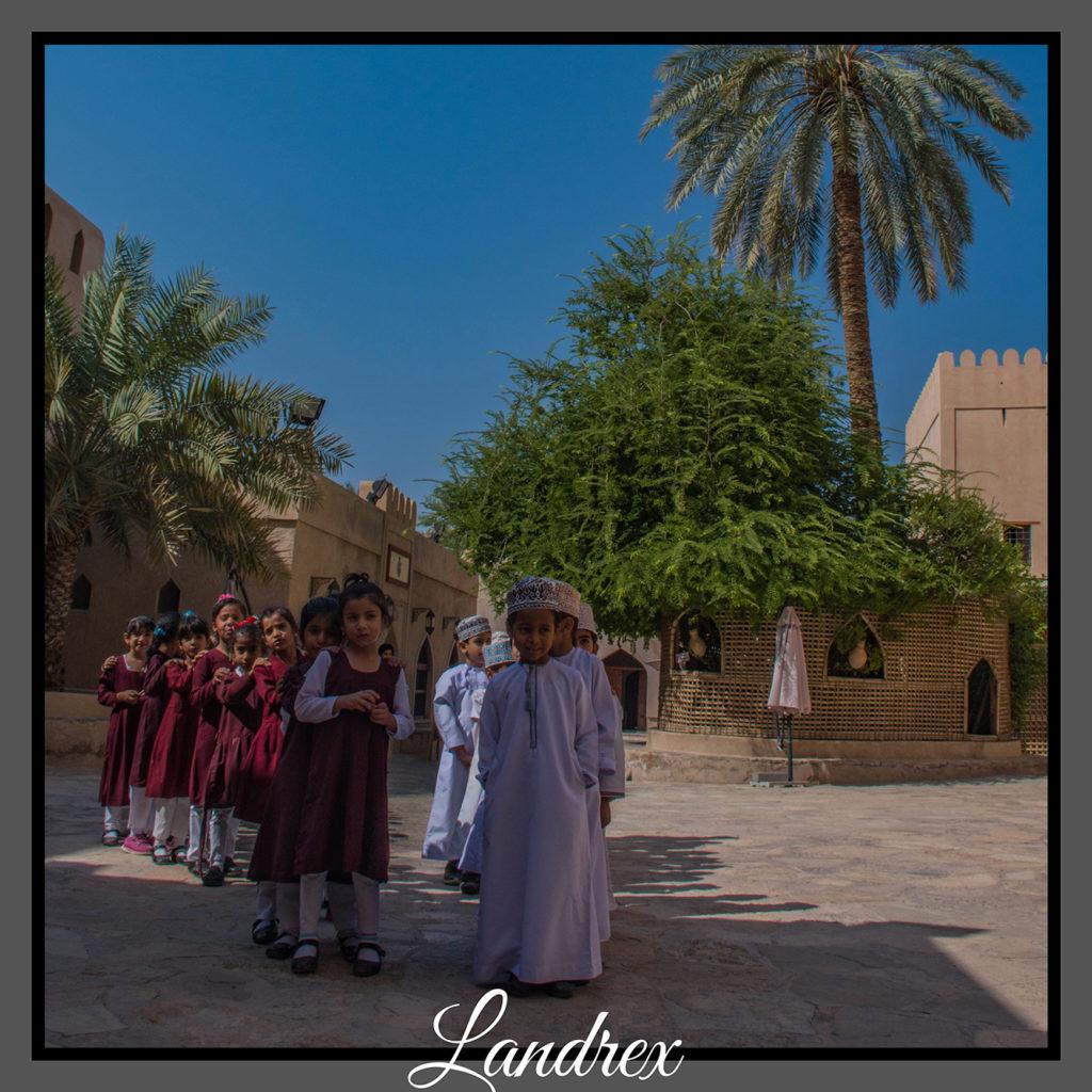 Oman scuola in visita a Nizwa